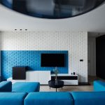 Blue living room: when summer never fades